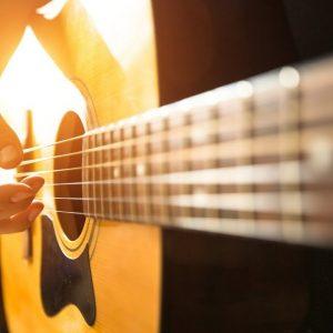 Вчимося грати на гітарі